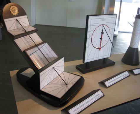 Cuarenta y siete maquetas de relojes de sol, cálculo, construcción, anéctodas y curiosidades