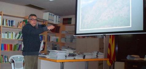 Joan Vázquez durant la seva exposició